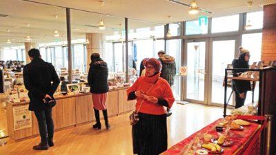Muslim guests take a look on menu