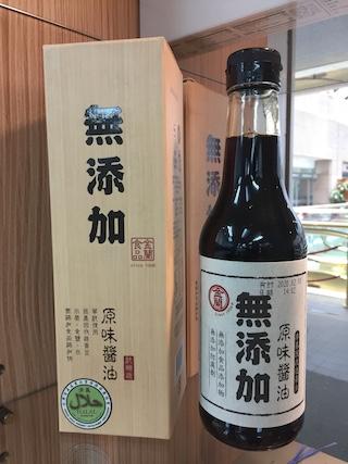 2017年6月にTAITRAに訪問した際の写真。 パイナップルケーキなどの台湾名物から餅・醤油などの日本名物までディスプレイ。 他国が日本ブランドを使ってビジネスしている現場に遭遇。